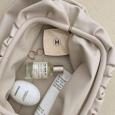 All you need to be on top throughout the day. hand cream, fragrance, a little touch up and your immaculate Pouch in mist ✨ Aesthetic Header, Cream Aesthetic, Classy Aesthetic, Brown Aesthetic, Aesthetic Photo, Aesthetic Pictures, Aesthetic Makeup, Aesthetic Outfit, Aesthetic Beauty
