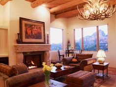 The cultural aspects of a Spanish-inspired home interior make it a popular choice among Americans. Whether you love a Southwestern or Old World Spanish look, these design ideas will help you incorporate Spanish-style flair into your home. Southwestern Home, Southwestern Decorating, Southwest Decor, Spanish Style Decor, Spanish Style Homes, Spanish Revival, Spanish Colonial, Indian Living Rooms, Mediterranean Home Decor