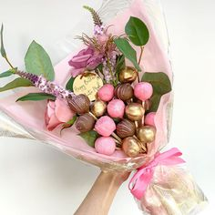Chocolate Bouquet, Chocolate Pies, Cake Pop Bouquet, Drip Cakes, Valentine Crafts, Cake Pops, Pink And Gold, Cake Toppers, Instagram