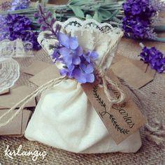 Buse ve Barlas'ın naif, mis kokulu lavanta keseleri #davetiye#atolyekirlangic#düğün#gelin#damat#nikahşekeri#hediyelik#söz#kına#düğündavetiyesi#dugunhazirliklari#nikahhediyesi#nikahsekeri