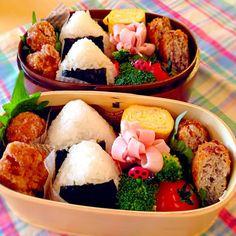 おにぎりは梅とおかか(*^_^*) 大豆の唐揚げとメンチカツ。 卵焼きはほんのり甘いです。 - 95件のもぐもぐ - おにぎり弁当 by yuko306