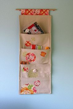 Sewing Fabric Storage hanging wall pocket would like to make something like this to hang at my back door for my bills and mail into. and letters to be mailed. Fabric Crafts, Sewing Crafts, Sewing Projects, Diy Projects, Sewing Toys, Sewing Ideas, Wall Pocket Organizer, Hanging Organizer, Fabric Organizer