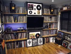 picture via Tag your system pictures using the hashtag to feature on our page. Home Studio Musik, Music Studio Room, Record Shelf, Vinyl Record Storage, Learn Interior Design, Home Music Rooms, Vinyl Room, Vinyl Music, Vinyl Records