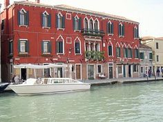 VENICE: Cosy apartment in an old Gothic palace overlooking the Channel