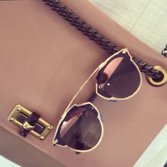 #dior #soreal #diorsoreal #sunglasses #sunnied #instock #shoponline #webshop #worldwideshipping www.b-optiek.be