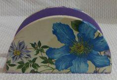 Porta guardanapo mdf com decoupage em tecido floral, envernizado ótimo acabamento. <br>Um ótimo presente para qualquer ocasião ou para deixar sua casa ainda mais bonita.