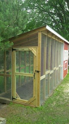 Simple Backyard Chicken Coop Plans - On April my husband packed and . - Simple Backyard Chicken Coop Plans – On April my husband and I packed our kids and dog - Chicken Barn, Easy Chicken Coop, Chicken Coup, Chicken Runs, Chicken Coop With Run, Chicken Houses, Chicken Coop From Pallets, Small Chicken Coops, Chicken Waterer