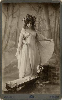 Art Noveau Fairy Queen. Photographer F. Künzl, České Budějovice/Budweis (Bohemia, Czechia), circa 1905