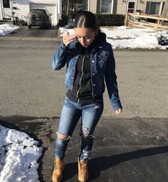 To School Outfit baddie baddie outfits with white jeans - Biker shorts outfit - roupas baddie com jeans branco - Roupa de bermuda motociclista - Chill Outfits, Dope Outfits, Swag Outfits, Girly Outfits, Short Outfits, Simple Outfits, Trendy Outfits, Summer Outfits, Classy Outfits