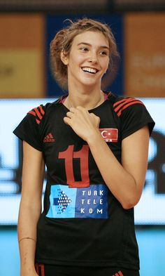 Naz Aydemir Akyol - turkish volley player