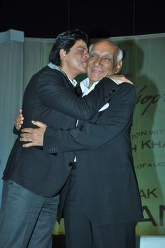 Yash Chopra says > Shahrukh Khan does not ask for story or money !