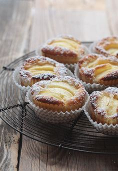Juicy apple tarts - made quick & easy- Saftige Apfeltörtchen – schnell & einfach gemacht Juicy apple tartlets are made quickly and easily …. Cake Recipes, Snack Recipes, Dessert Recipes, Snacks, Apple Recipes, Healthy Recipes, Pumpkin Spice Cupcakes, Food Cakes, Ice Cream Recipes