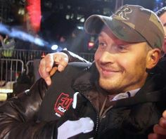 Tom Hardy.. I hope IF I EVER meet him, he smiles just like this.. Might be my favorite of all his smiles!