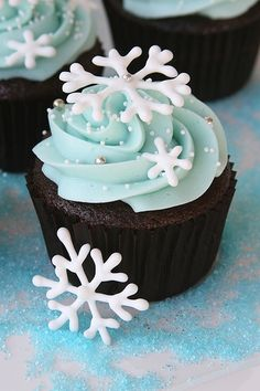 Chocolate cupcake + frosty blue icing + white snowflake abstracts