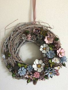Unique Christmas Decorations, Pine Cone Decorations, Christmas Ornament Crafts, Twine Flowers, Wood Flowers, Wreath Crafts, Diy Wreath, Pine Cone Flower Wreath, Cabin Crafts