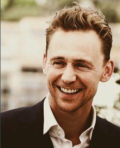 Tom hiddleston celebrities & public figures that i love том хиддлстон. Thomas William Hiddleston, Tom Hiddleston Loki, Avengers, Bae, Raining Men, The Villain, Perfect Man, Perfect Smile, Hemsworth