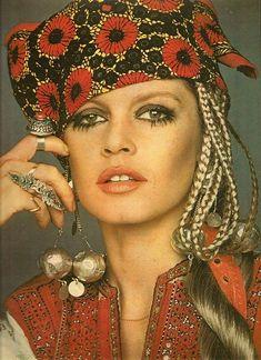 Brigitte Bardot gypsy look Bridgitte Bardot, Mode Hippie, Hippie Man, Hippie Boho, Mode Vintage, Vintage Vogue, Vintage Fashion, Tribal Fashion, Boho Fashion