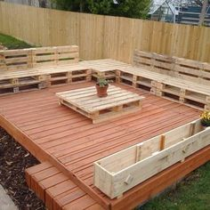 In this picture beautiful recycled pallet floating deck idea is shown which is for your outdoor sitting and it is also placed outdoor that you can watch it clearly in the picture. You can sit to gather with your friends or family members on this wooden pa Pallet Furniture Designs, Pallet Garden Furniture, Wooden Pallet Projects, Pallets Garden, Wood Pallets, Pallet Ideas, Furniture Ideas, Pallet Wood, Outdoor Furniture