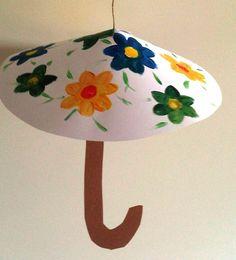 Parasol van papier (Oef wat is het warm). Preschool Arts And Crafts, Kindergarten Crafts, Diy Crafts For Kids, Infant Activities, Craft Activities, Rain Crafts, Diy Cadeau Noel, Paper Plate Crafts, Creative Kids