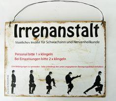 *Irrenanstalt - staatliches Institut für Schwachsinn und Nervenheilkunde*  *Personal bitte 1 x klingeln - bei Einweisungen bitte 2 x klingeln (Um B...