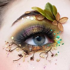 Christmas makeup looks exceptional whether it is subtle or very bright. Check out our holiday makeup ideas and choose the one that works best for you. Makeup Eye Looks, Eye Makeup Art, Fairy Makeup, Eye Art, Cute Makeup, Pretty Makeup, Makeup Inspo, Makeup Inspiration, Beauty Makeup
