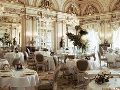 """Andare a pranzo da Alain Ducasse a Montecarlo, a Le Louis XV era per me un sogno ma grazie a Luca Iaccarino questo sogno si è avverato, è stato sufficiente comprare il suo libro """"Dire, Fare, Mangiare"""" e leggere il primo capitolo ovvero """"come spendere 632 euro, crogiolarsi nelle lusinghe e confondersi abilmente tra archistar, oligarchi e…trafficanti"""".  """"632 euro in 2 nel più esagerato dei ristoranti al mondo in uno dei più esagerati hotel del pianeta, l'Ho"""