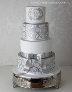 This cake with gold!!!!!!! Oh my!