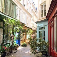 passage de l'ancre-marais  Accès : 223, rue Saint-Martin, derrière une porte bleue – 4e