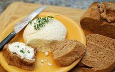 Τα παιδιά θαξετρελαθούν με αυτη τη συνταγήκαι σεις μαζί! Είναι νόστιμακαι πολύ ευκολά στη παρασκευή τους 1 κιλό πατάτες (κατά προτίμηση τριμμένες στον τρίφτη, ή πολύ ψιλοκομμένες) Υλικα 2 αυγά 1/3 φλιτζάνι κρέμα γάλακτος 1 φλιτζάνι τριμμένο τυρί τσένταρ γαλοπούλα ψιλοκομένη Εκτέλεση Βουτυρώνουμε