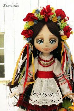Фотография Doll Patterns, Crochet Patterns, Ukrainian Art, Old Dressers, Waldorf Dolls, Custom Dolls, Fabric Dolls, Doll Face, Doll Accessories