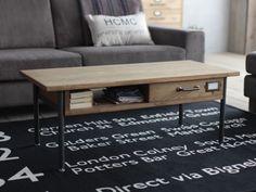 小さな引出しが付いたコンパクトなローテーブル。引出しのツマミに使用したヴィンテージ感あるパーツが可愛いアクセントになっています。天板下のオープンスペースも収納場所として有効にお使いいただけます。
