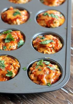 Healthy Cheesy Chicken Quinoa Enchilada Meatloaf Muffins - 208 calories for 2 muffins! for 2 muffins Healthy Snacks, Healthy Eating, Healthy Recipes, Simple Recipes, Healthy Kids, Clean Eating, Tapas, Meatloaf Muffins, Bariatric Recipes