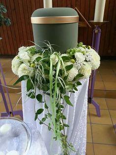 Die 20 besten Bilder von Trauerschmuck  Urnen  Funeral flowers Urn und Flower decorations