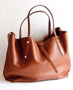 b7a9734bc20 chestnut leather tote Ahhhhh Looks Like a perfect everyday bag .