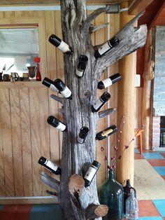 natural Wine Rack Wall, Wine Glass Rack, Diy Home Crafts, Wood Crafts, Home Wine Cellars, Twig Furniture, Rustic Wine Racks, Wine Shelves, Wine Display