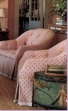 small print, tufted accent with pleats on chair skirt and white upholstery trim-Suzanne Rheinstein Upholstered Furniture, Home Furniture, Furniture Covers, English Cottage Interiors, Tufted Accent Chair, Accent Chairs, Upholstery Trim, Elle Decor, Room Chairs