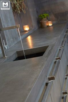 This really is magnificent what these guys did with this specific structure and plan. Concrete Kitchen, Kitchen Flooring, Kitchen Countertops, Polished Concrete Countertops, Home Decor Kitchen, Kitchen Design, German Kitchen, Design Tisch, Cocinas Kitchen