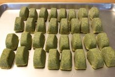 Easy step-by-step instructions for making and freezing it. Recipe at… Recipes Using Pesto, Pesto Recipe, Fun Recipes, Freezing Pesto, Freezing Fruit, Homemade Pesto, Homemade Sauce, Pesto Dip, Slider Sandwiches