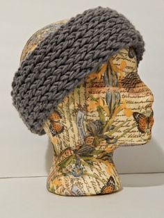 Good afternoon! Here is a quick and simple pattern I wrote up for a reversible super chunky headband. The headband is double knit and done o...