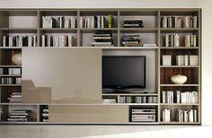 Schrankwand für Bücher und TV von hülsta