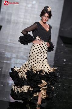 Sara de Benitez Simof 2015 Estilo Abaya, Flamenco Dancers, Spanish Fashion, Dance Dresses, Flamenco Dresses, Abaya Fashion, Supermodels, Designer Dresses, Beautiful Dresses