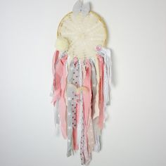Dreamcatcher will protect your good dreams. Its a perfect decoration, gives the room great style and design. 100% handmade- every dreamcatcher can be a little bit different from the one on the picture, but the colours will remain the same. Diameter: 20 cm This dream catcher perfectly