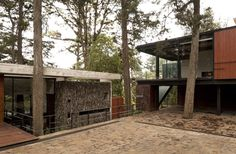 Building around the tress.<3 respecting the trees! LOVE the textures - timber, stone, glass. Corallo House,© Andres Asturias