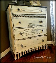 Shabby French Dresser par CharmedByVintage sur Etsy