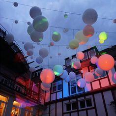 Visioning Space: Videoinstallation mit Ballons von Daniela Faber zu Kronach leuchtet 2017
