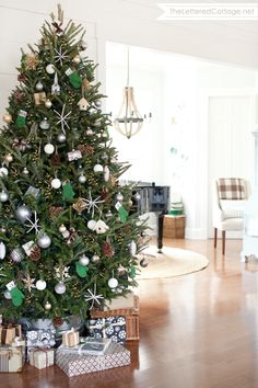 Christmas Tree Decorating Ideas | The Lettered Cottage