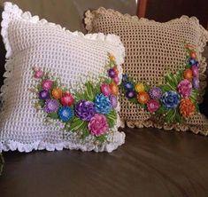 Crochet Flower Squares, Crochet Edging Patterns, Crochet Sunflower, Crochet Leaves, Crochet Flowers, Crochet Pillow Cases, Crochet Cushion Cover, Crochet Cushions, Felt Flower Pillow