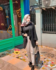 Arab Girls Hijab, Girl Hijab, Muslim Girls, Casual Hijab Outfit, Hijab Chic, Indonesian Girls, Beauty Full Girl, Beautiful Hijab, Girl Photography