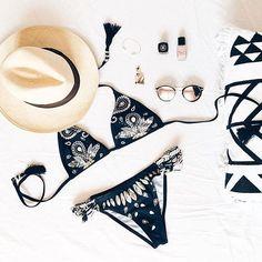 Hâte de ressortir nos affaires d'été ! #mode #femme #ete #shopsquare #bikini #sexy #plage #vacances #chapeau #maillotdebain #inspiration #nofilter #paris #france #frenchie #style #blog #blogger #instamode #stories #cool #instalike #like4like #follow4follow #fashion