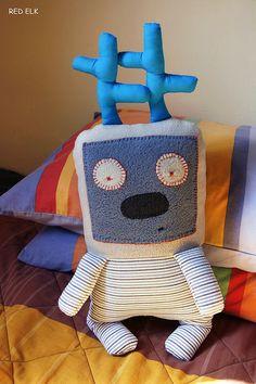 Blue Robot www.redelkshop.etsy.com